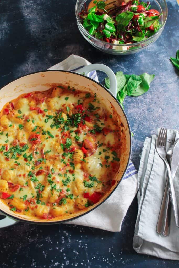 Gnocchi bake with tomato, mozzarella and red pepper