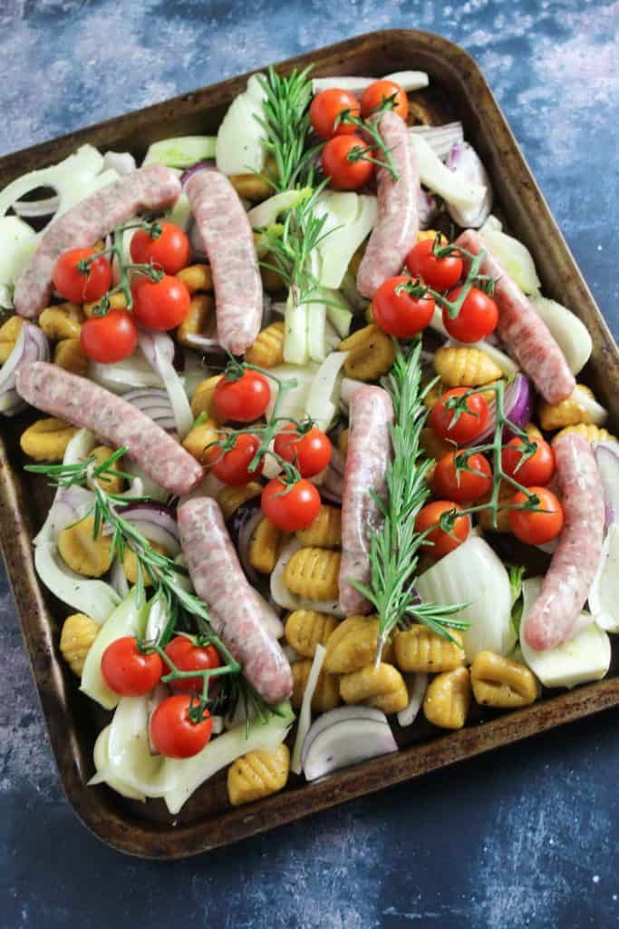 This Gnocchi bake with Sausage and Fennel cooks in 30 minutes with minimal prep. You can customise the veggies to use what you have in the fridge and can use meat free sausages if you are vegetarian. Easy and delicious.