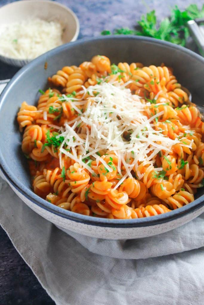 roasted red pepper pasta sauce with fusilli